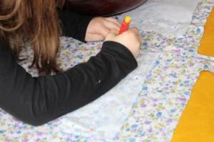 Atelier couture: tracé sur tissu