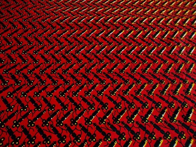tissu-wax-au-metre-rouge-noir-motif-key